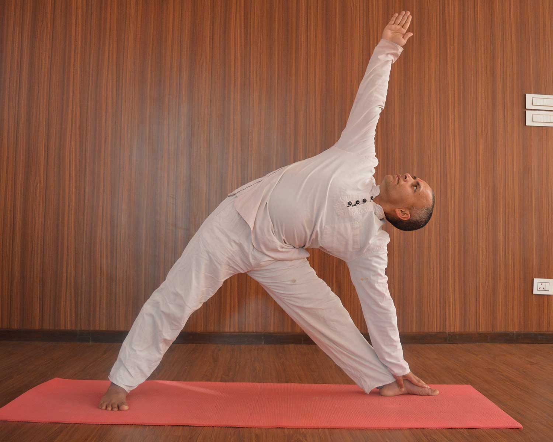 TRIKONASANA (TRIANGLE POSE) & Yoga Teacher